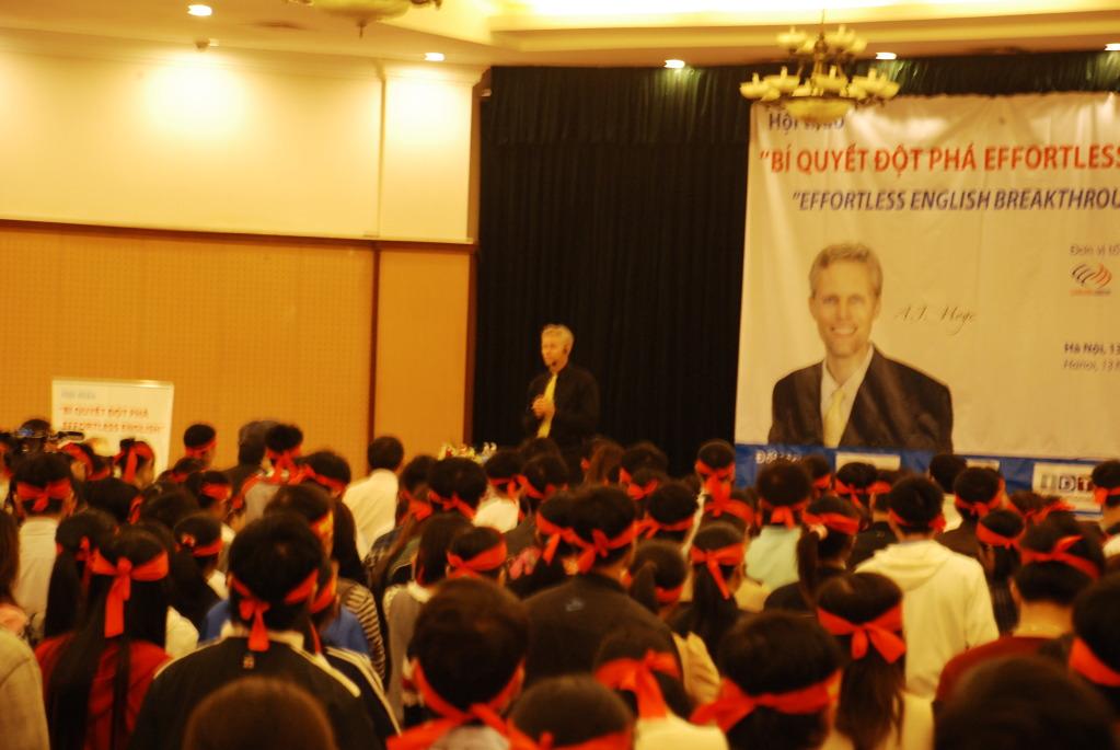 Một số hình ảnh A.J.Hoge đến Việt Nam 13-11-2011