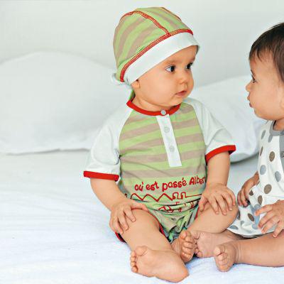 """Cách chọn quần áo thật """"chuẩn"""" cho bé sơ sinh"""