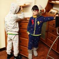 Tận dụng áo cũ của mẹ may thành jumpsuit cho bé yêu