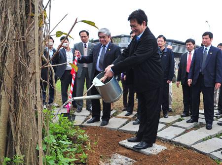 Thủ tướng Nguyễn Tấn Dũng thăm FPT Hòa Lạc