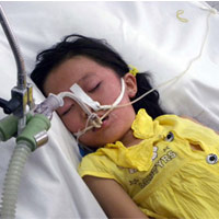 Siết cổ bé gái 7 tuổi bằng khăn mặt