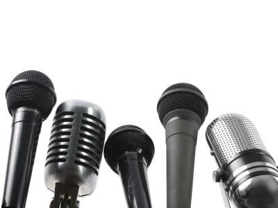 Hướng dẫn cách cầm micro hát hay mà không bị rú