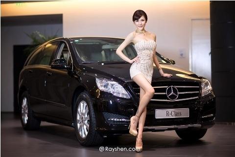 Ngươi đẹp khoe sắc bên Mercedes