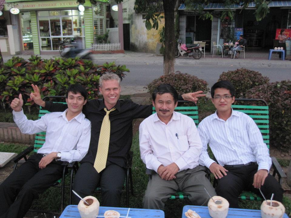 A.J.Hoge đến Việt Nam